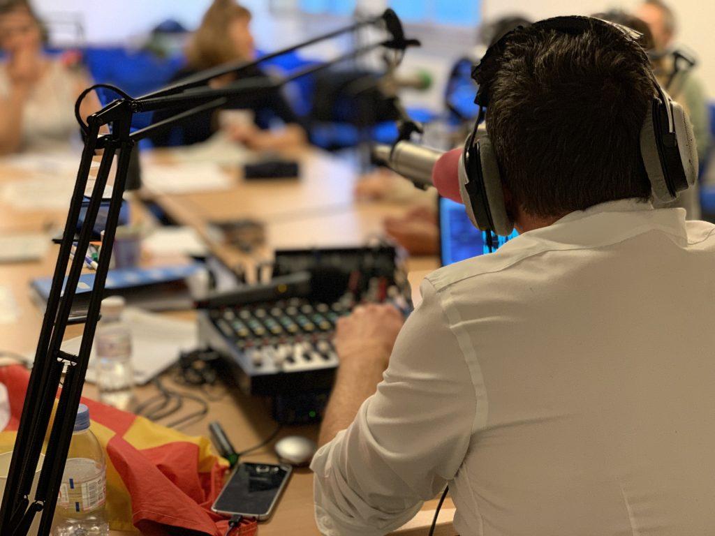 david-rival-impulseur-l'impulseur-table-ronde-animation-evenement-vendee-85-nantes-44-loire-atlantique-pays-de-la-loire-radio-podcast-leadership-formation-formateur-animateur-evenementiel-ouest-france-changement-analytique-radiophonique-transformation-changement-visio-conférence-présentiel-covid-télé-webradio-animation-émission-prise-de-parole-public-journaliste-producteur-radio-partenaire-prestataire
