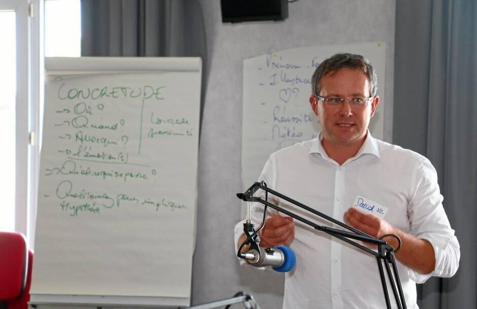 david-rival-impulseur-l'impulseur-table-ronde-animation-evenement-vendee-85-nantes-44-loire-atlantique-pays-de-la-loire-radio-podcast-leadership-formation-formateur-animateur-evenementiel-ouest-france-changement-analytique-radiophonique-transformation-changement-visio-conférence-présentiel-covid-télé-webradio-animation-émission-prise-de-parole-public-journaliste-producteur-radio-partenaire-prestataire-coach